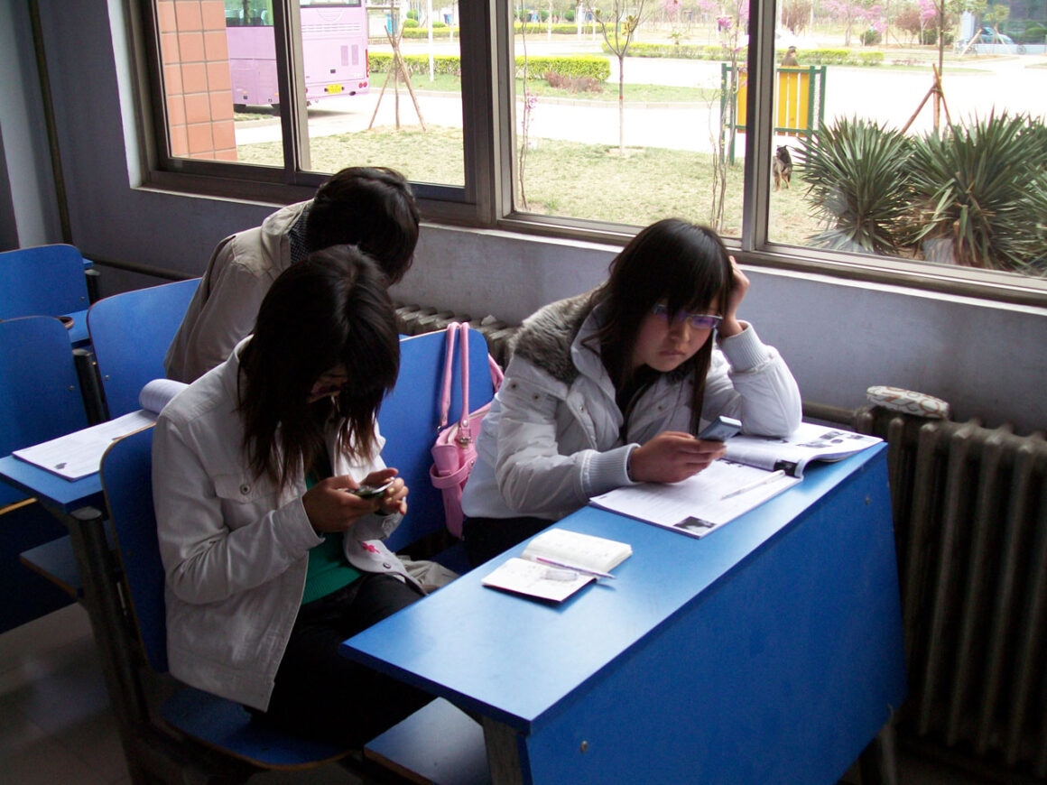 students_texting
